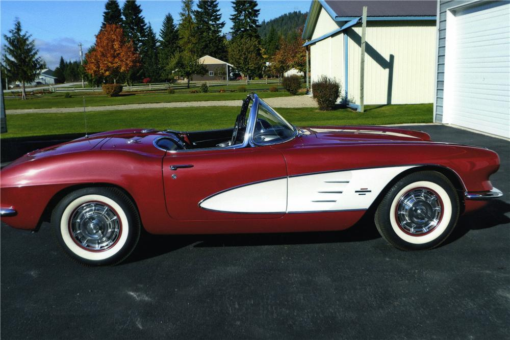 1961 CHEVROLET CORVETTE CONVERTIBLE - Side Profile - 174450