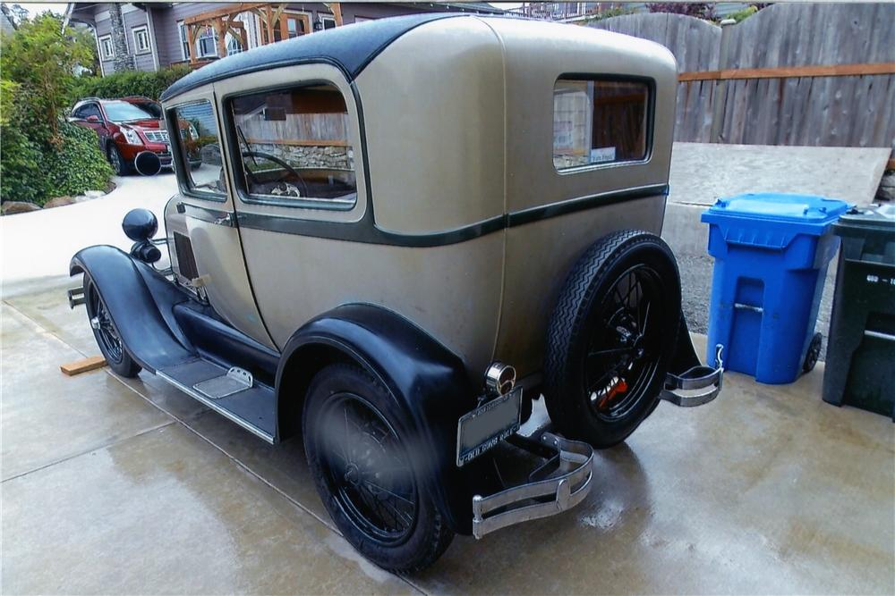 1928 FORD MODEL A 2 DOOR SEDAN - Rear 3/4 - 174487