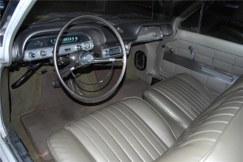 1962 CHEVROLET CORVAIR 2 DOOR COUPE - Interior - 174499