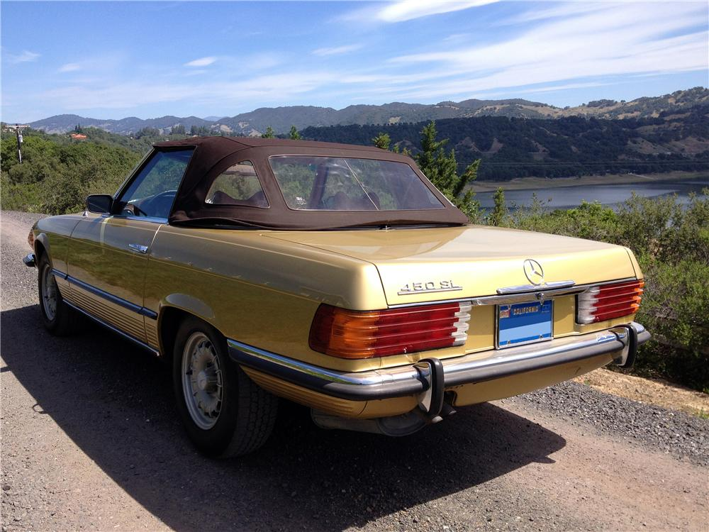1973 MERCEDES-BENZ 450SL CONVERTIBLE - Rear 3/4 - 174502