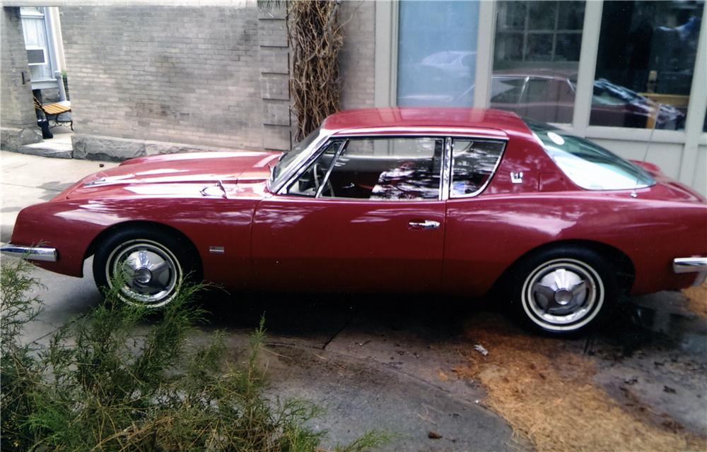 1963 STUDEBAKER AVANTI 2 DOOR SEDAN - Front 3/4 - 174511