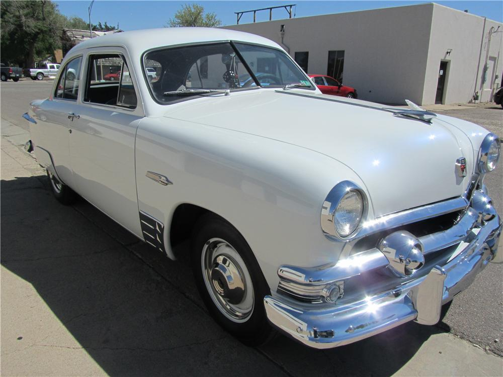 1951 FORD 2 DOOR COUPE - Front 3/4 - 174535