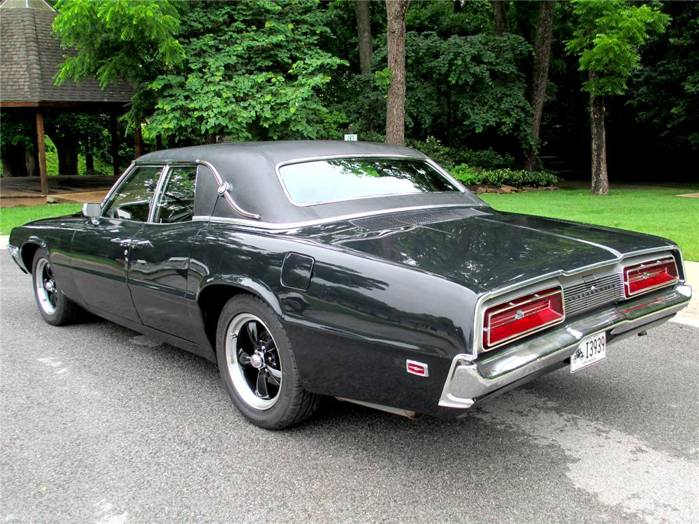 1969 FORD THUNDERBIRD LANDAU SEDAN - Rear 3/4 - 174553