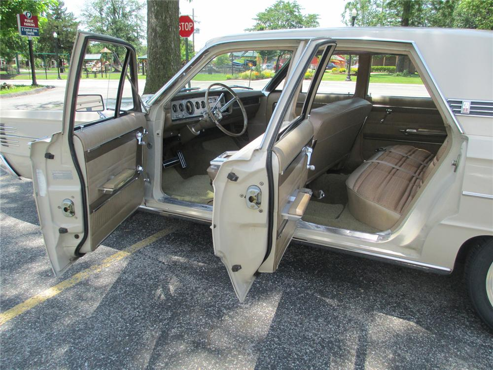 1965 MERCURY MONTCLAIR CUSTOM 4 DOOR SEDAN - Interior - 174554