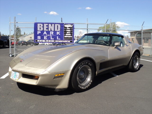 1982 CHEVROLET CORVETTE 2 DOOR COUPE - Front 3/4 - 174564