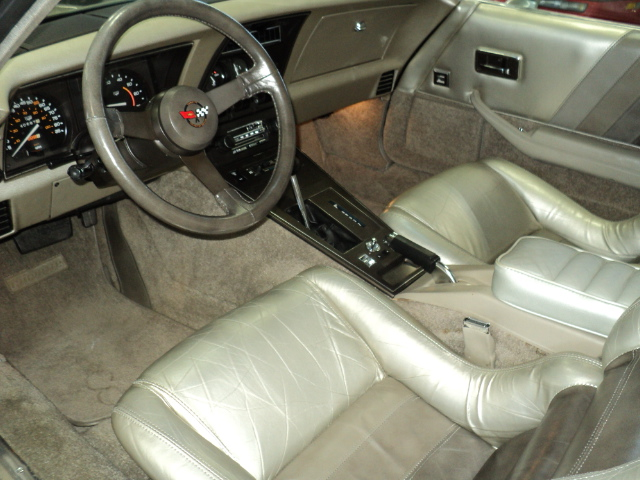 1982 CHEVROLET CORVETTE 2 DOOR COUPE - Interior - 174564