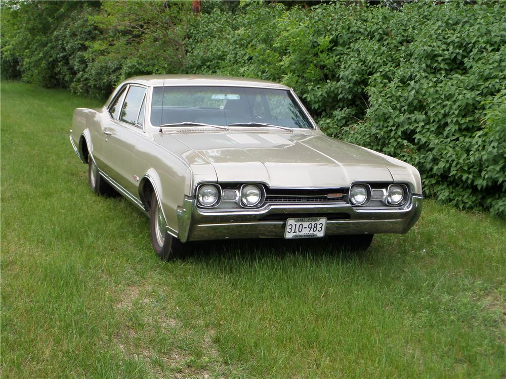 1967 OLDSMOBILE 442 2 DOOR COUPE - Front 3/4 - 174574