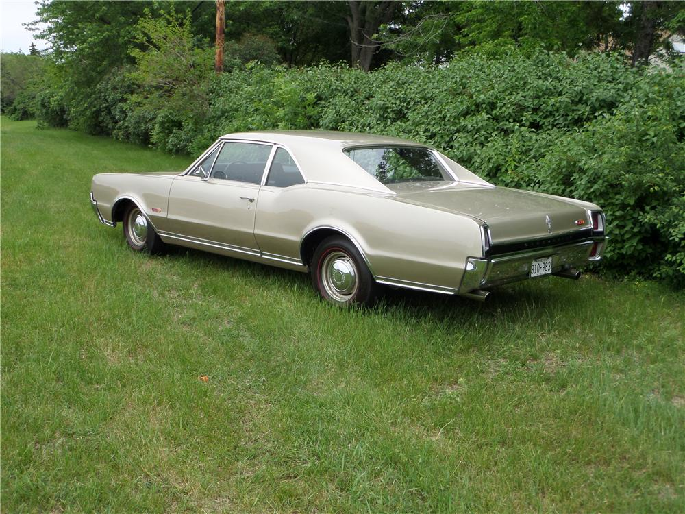 1967 OLDSMOBILE 442 2 DOOR COUPE - Rear 3/4 - 174574