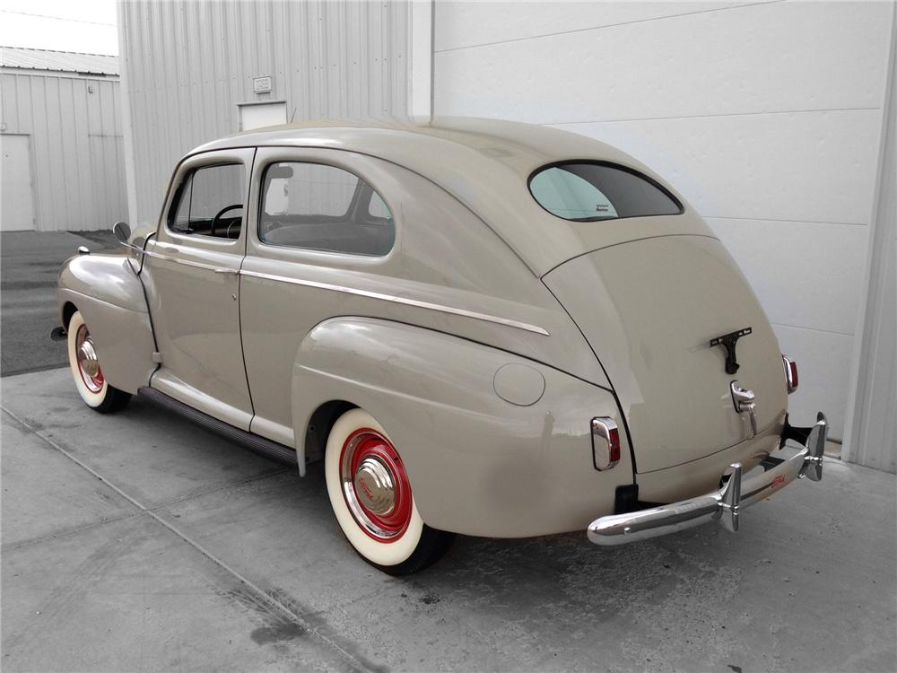 1941 FORD DELUXE 2 DOOR SEDAN - Rear 3/4 - 174582