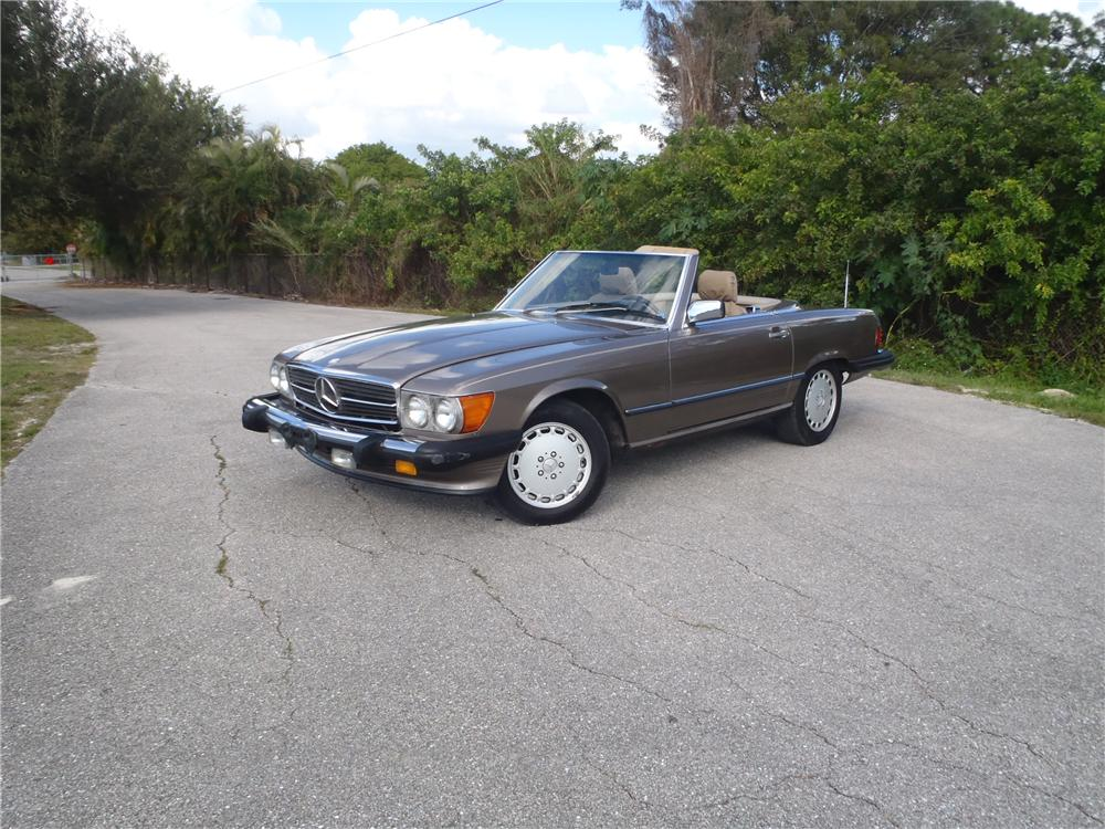 1989 MERCEDES-BENZ 560SL CONVERTIBLE - Front 3/4 - 174645