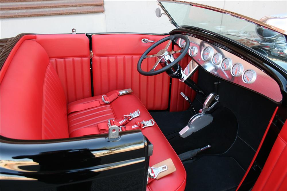 1932 FORD CUSTOM ROADSTER - Interior - 174658