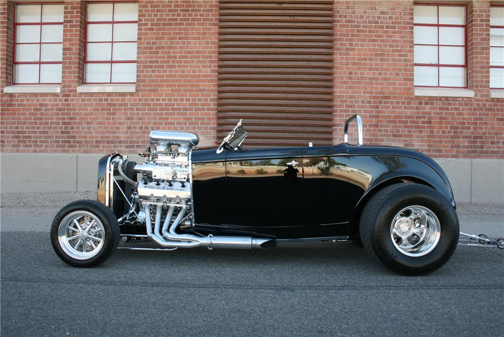 1932 FORD CUSTOM ROADSTER - Side Profile - 174658