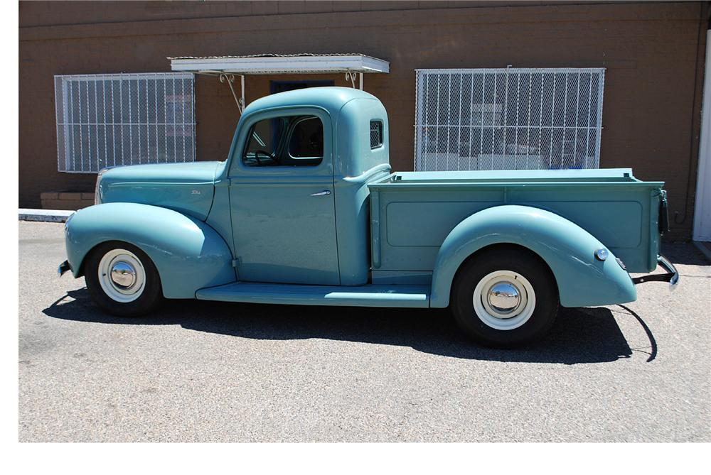 1940 FORD CUSTOM PICKUP - Side Profile - 174670