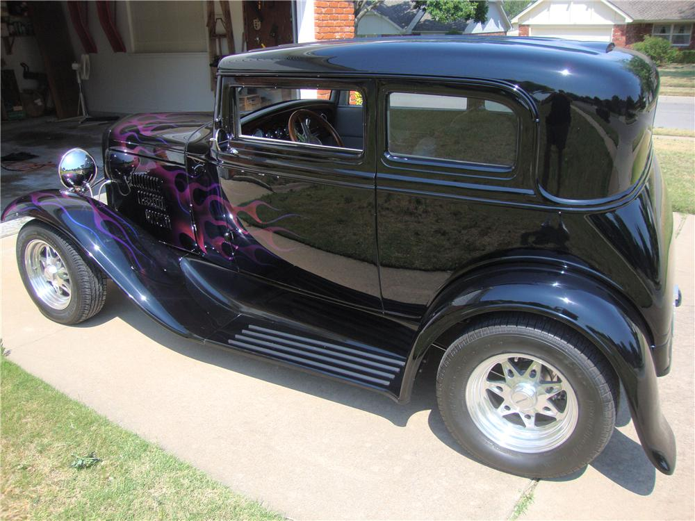 1931 FORD CUSTOM VICKY - Rear 3/4 - 174680
