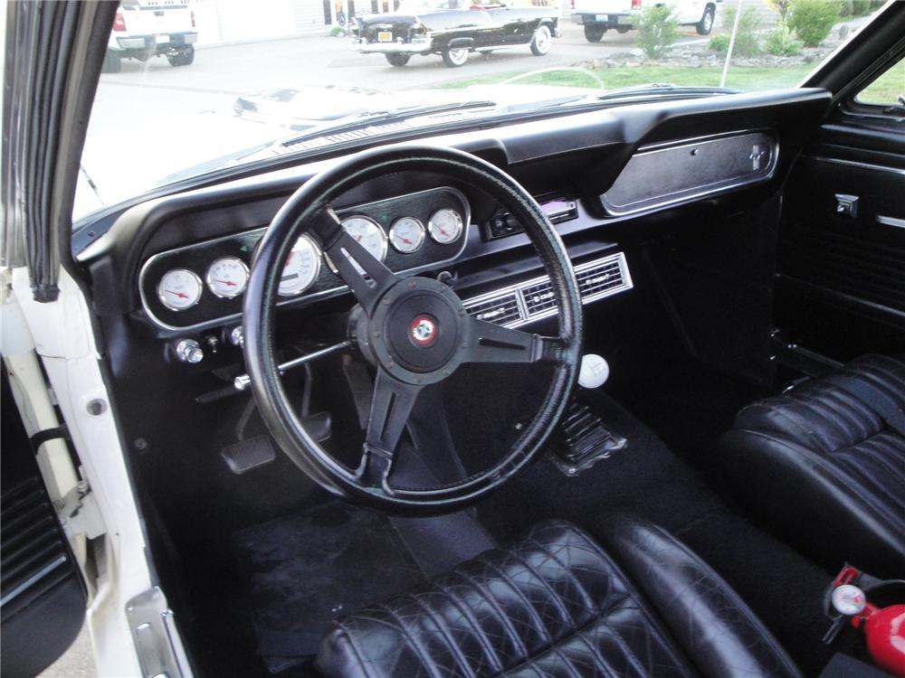 1966 FORD MUSTANG CUSTOM FASTBACK - Interior - 174701