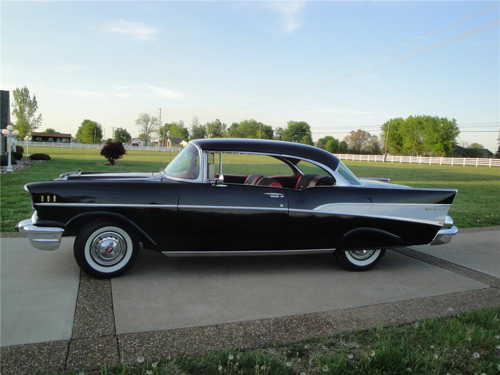 1957 CHEVROLET BEL AIR 2 DOOR HARDTOP - Side Profile - 174704