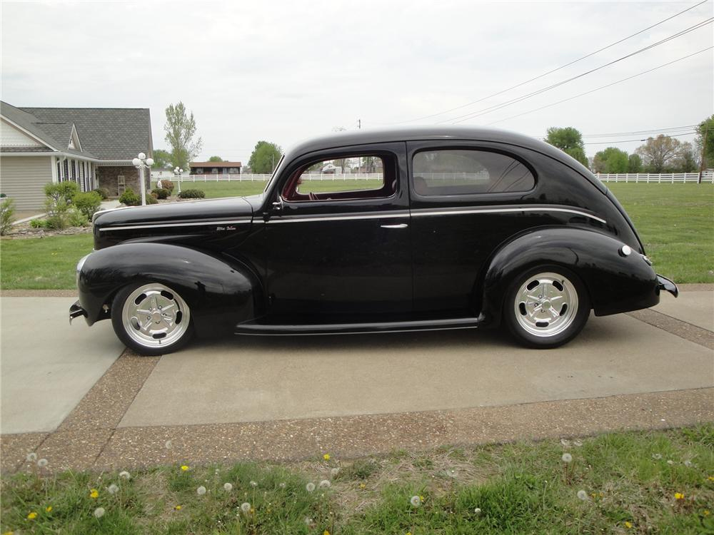 1940 ford deluxe custom 2 door sedan 174705