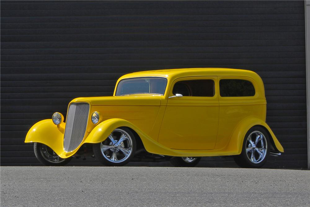 1933 FORD CUSTOM 2 DOOR COUPE - Front 3/4 - 174718