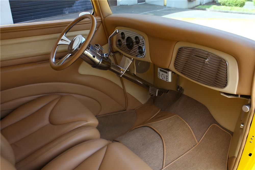 1933 FORD CUSTOM 2 DOOR COUPE - Interior - 174718