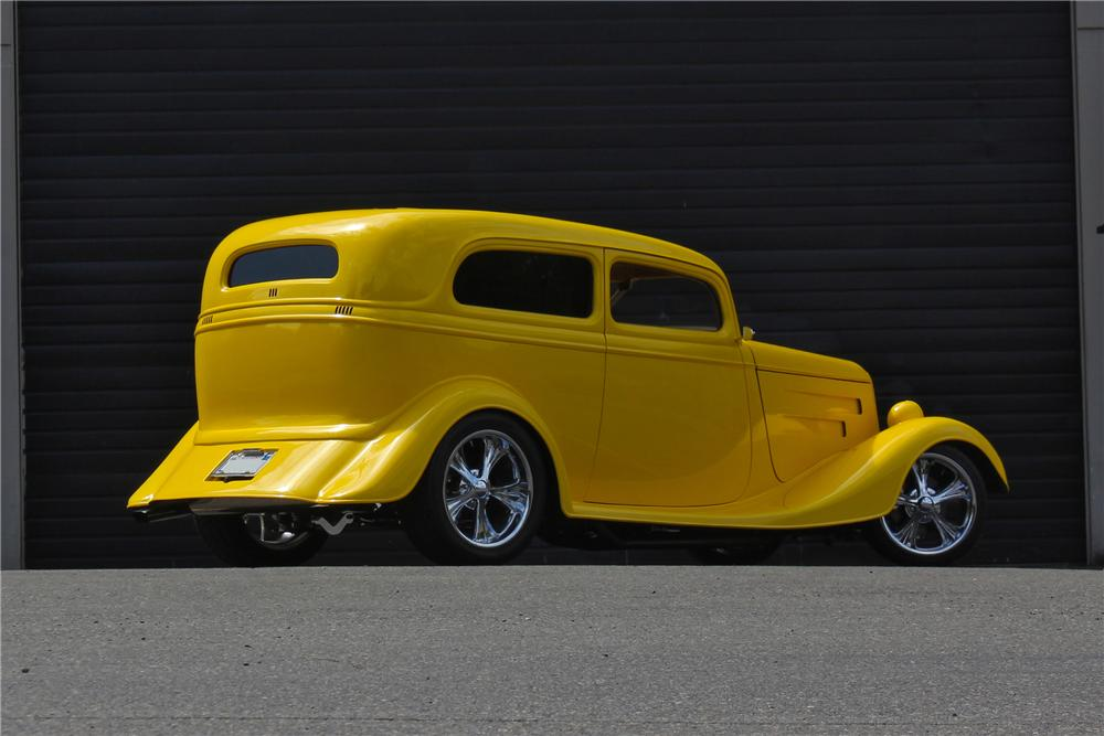 1933 FORD CUSTOM 2 DOOR COUPE - Rear 3/4 - 174718
