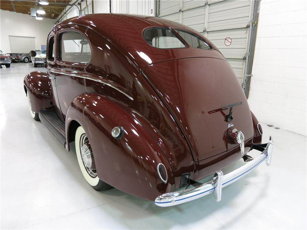 1939 FORD DELUXE 2 DOOR SEDAN - Rear 3/4 - 174724