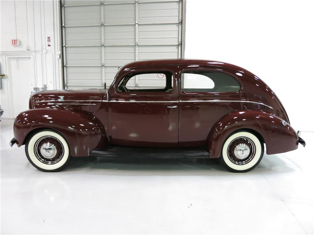 1939 FORD DELUXE 2 DOOR SEDAN - Side Profile - 174724