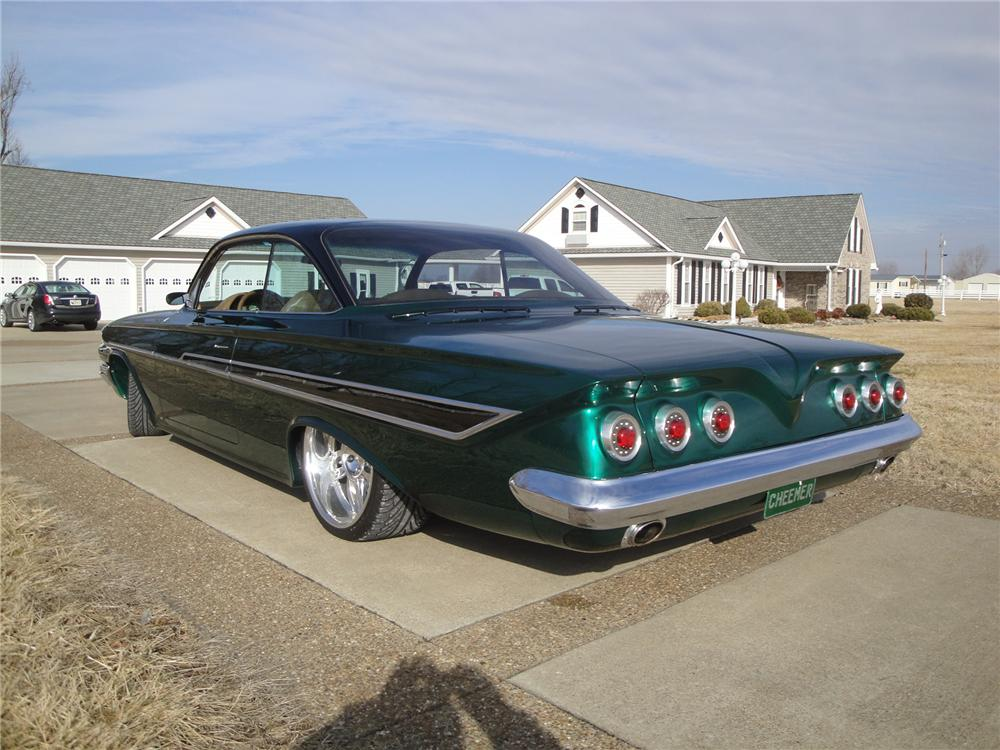 1961 CHEVROLET IMPALA CUSTOM 2 DOOR HARDTOP - Rear 3/4 - 175152