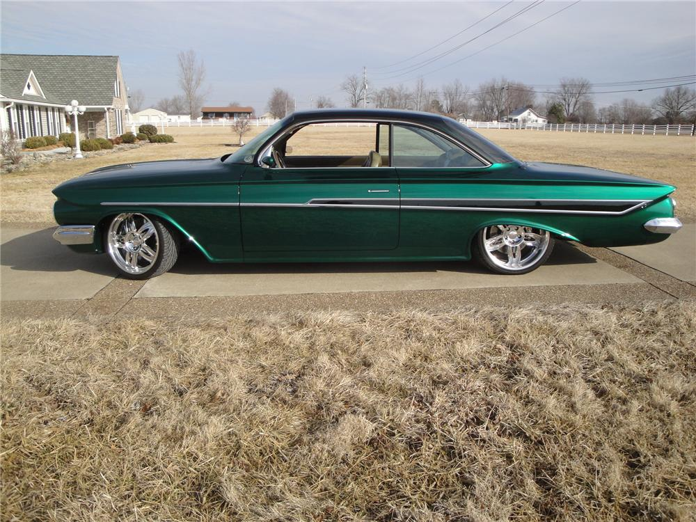 1961 CHEVROLET IMPALA CUSTOM 2 DOOR HARDTOP - Side Profile - 175152
