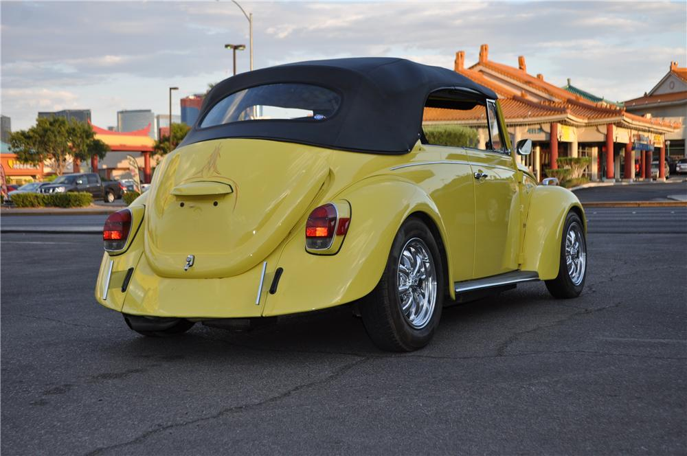 1971 VOLKSWAGEN BEETLE CUSTOM CONVERTIBLE - Rear 3/4 - 175167