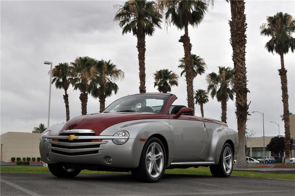 2004 CHEVROLET SSR LIMITED EDITION NOSTALGIA PICKUP - Front 3/4 - 175169