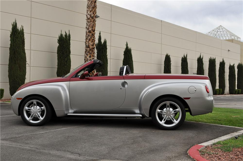 2004 CHEVROLET SSR LIMITED EDITION NOSTALGIA PICKUP - Side Profile - 175169