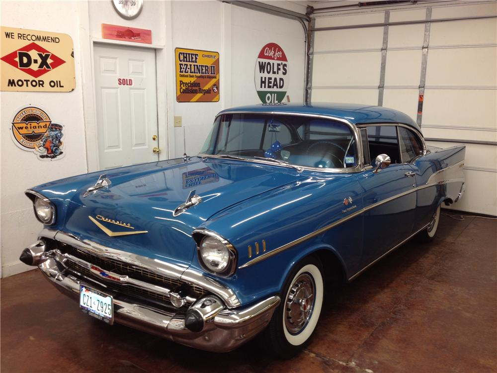 1957 CHEVROLET BEL AIR 2 DOOR HARDTOP - Front 3/4 - 176897