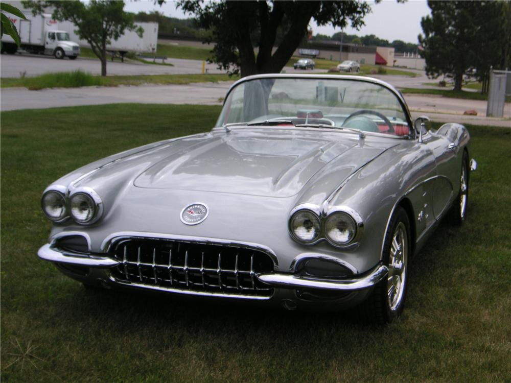 1960 CHEVROLET CORVETTE CUSTOM CONVERTIBLE - Front 3/4 - 176908