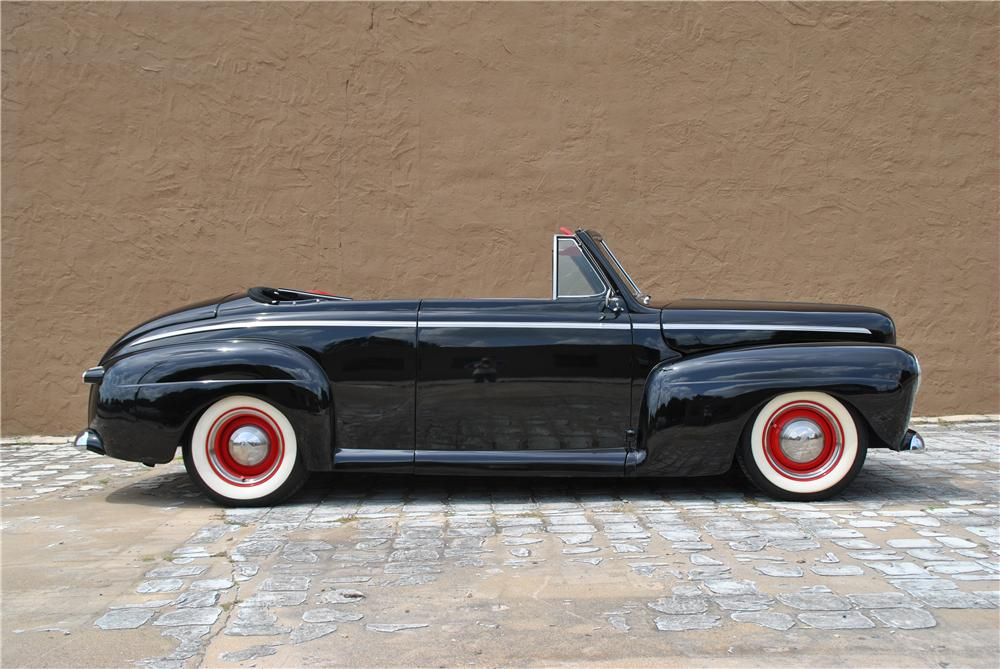 1946 FORD CUSTOM CONVERTIBLE - Side Profile - 176911