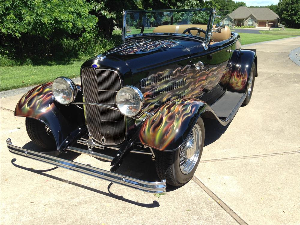 1932 FORD CUSTOM ROADSTER - Front 3/4 - 176996
