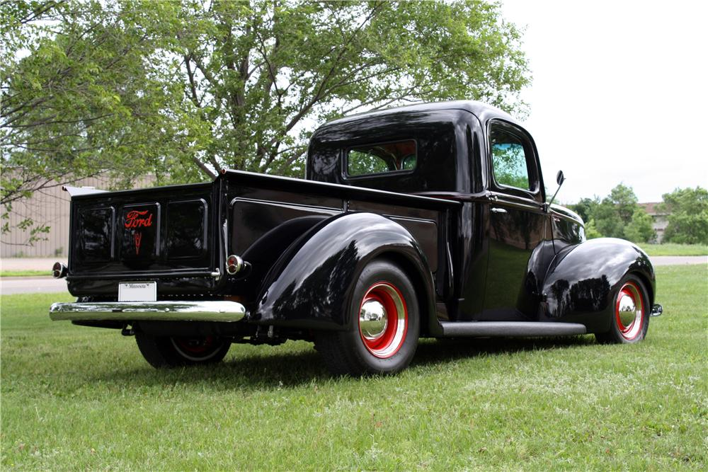 1941 FORD CUSTOM PICKUP - Rear 3/4 - 177000