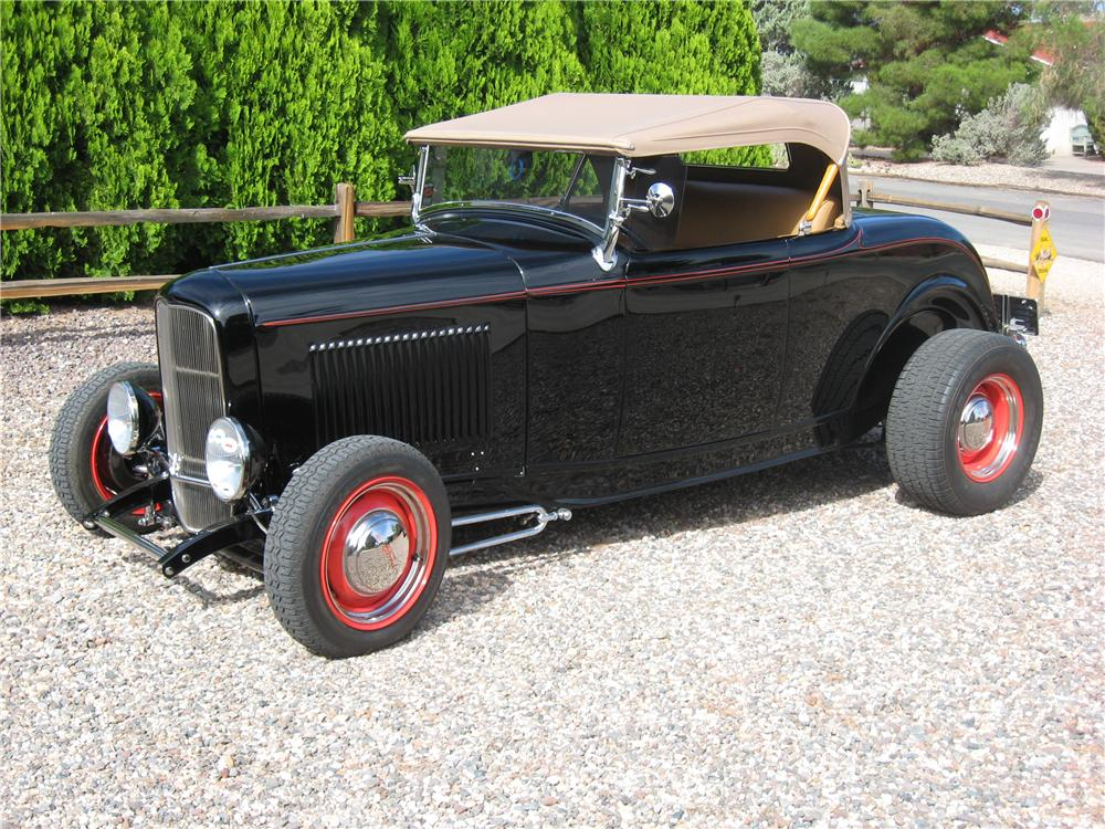 1932 FORD CUSTOM ROADSTER - Front 3/4 - 177009