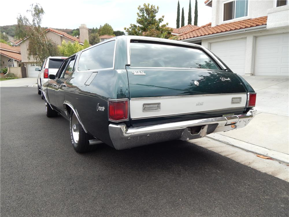 1972 CHEVROLET CHEVELLE CUSTOM STATION WAGON - Rear 3/4 - 177017