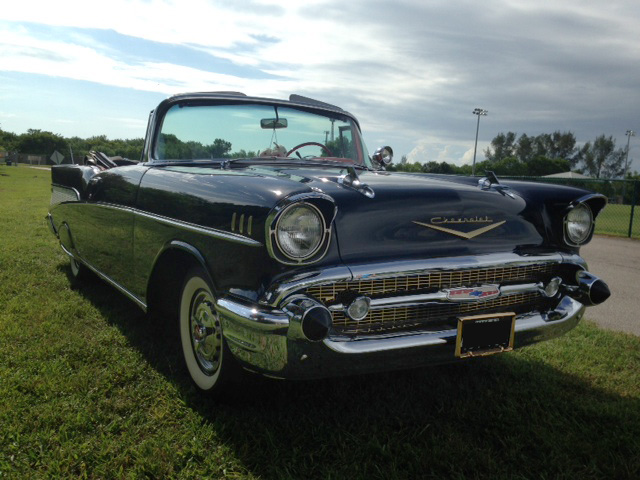 1957 CHEVROLET BEL AIR CONVERTIBLE - Front 3/4 - 177107