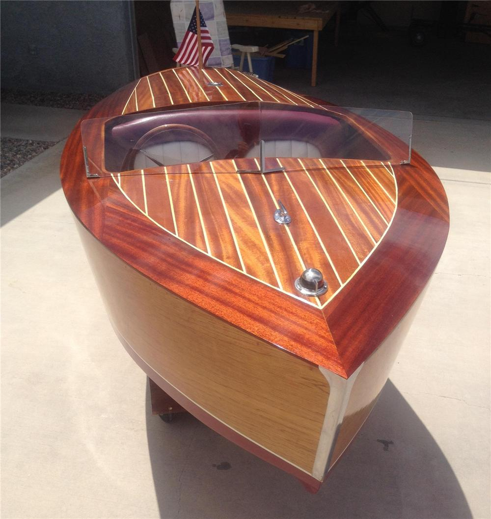 1947 CHRISCRAFT DELUXE RUNABOUT 7.5' REPLICA - Front 3/4 - 177119