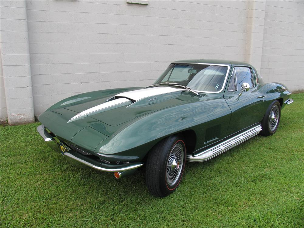 1967 CHEVROLET CORVETTE 2 DOOR COUPE - Front 3/4 - 177124