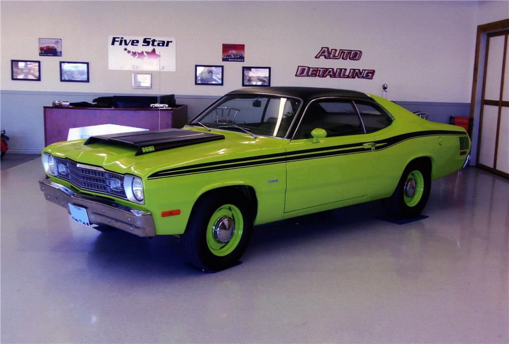 1973 PLYMOUTH DUSTER CUSTOM 2 DOOR COUPE - Front 3/4 - 177176