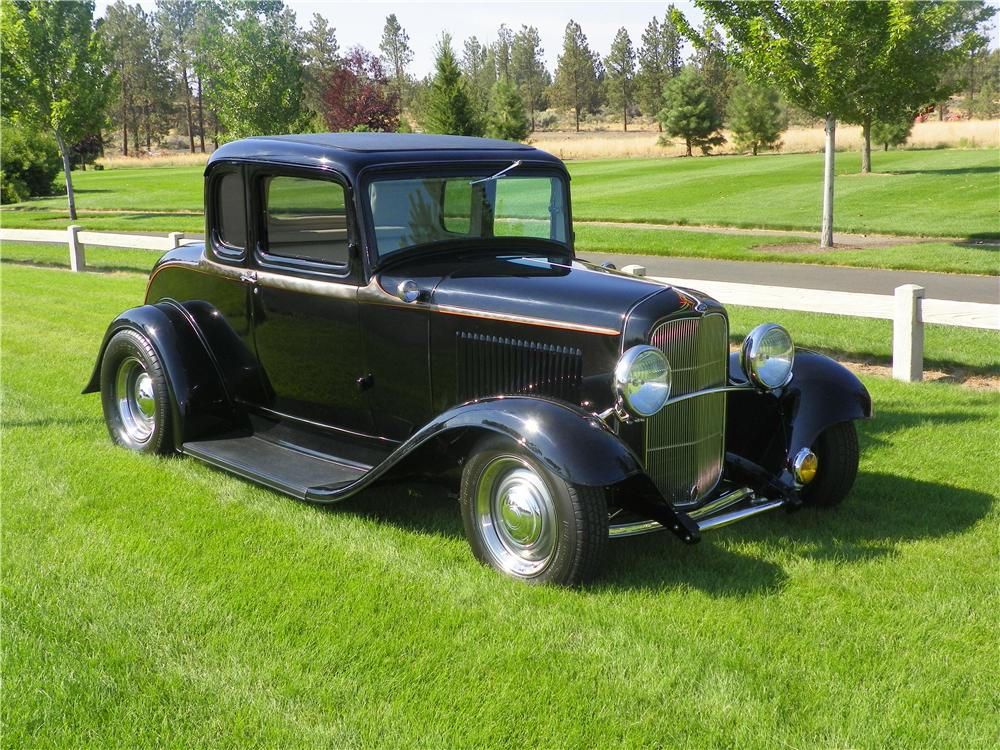 1932 FORD 5 WINDOW CUSTOM 2 DOOR COUPE - Front 3/4 - 177194
