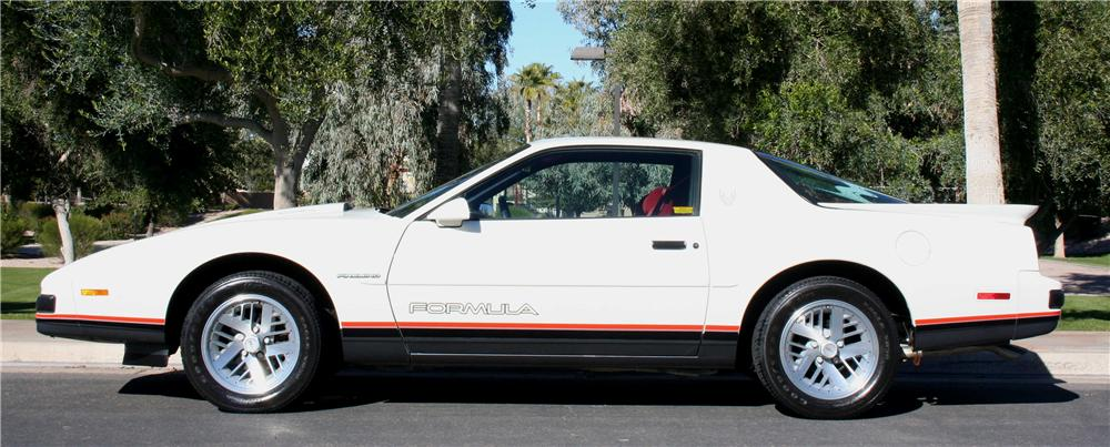 1988 PONTIAC FIREBIRD FORMULA 2 DOOR COUPE - Side Profile - 177212