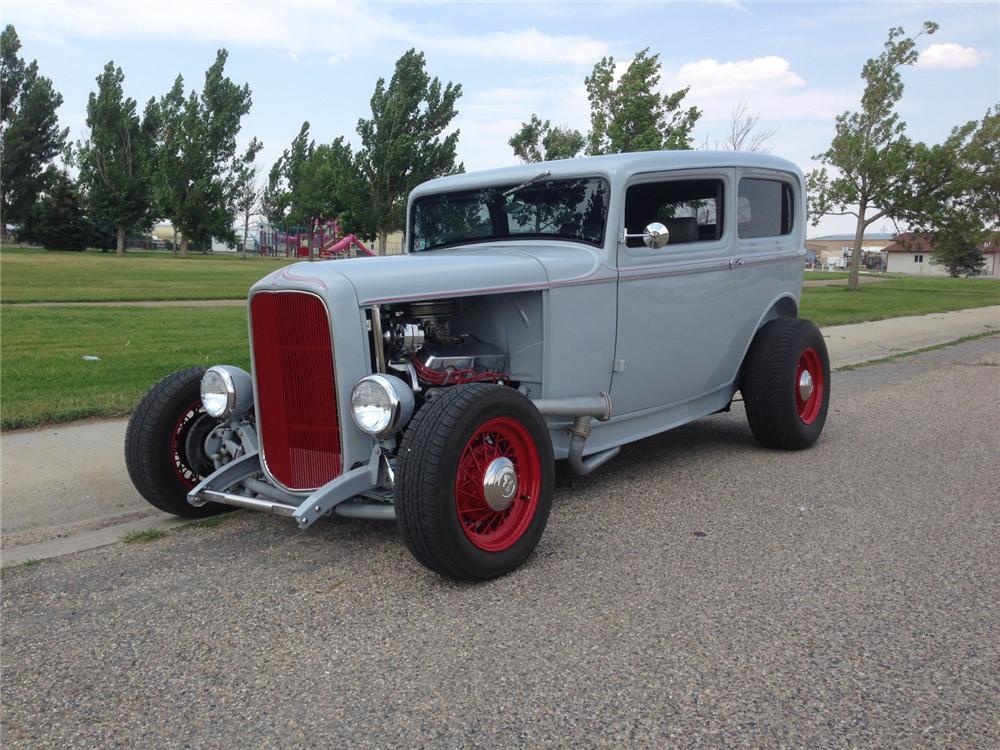 1932 ford custom 2 door sedan 177281 for 1932 ford four door