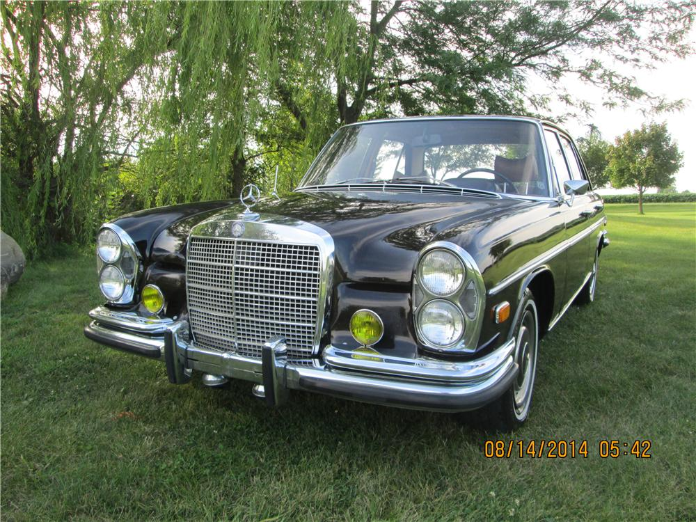 1969 MERCEDES-BENZ 280SE 4 DOOR SEDAN - Front 3/4 - 177286