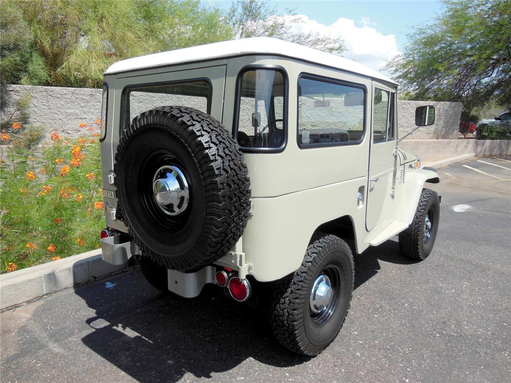 1971 TOYOTA LAND CRUISER FJ-40 SUV - Rear 3/4 - 177296