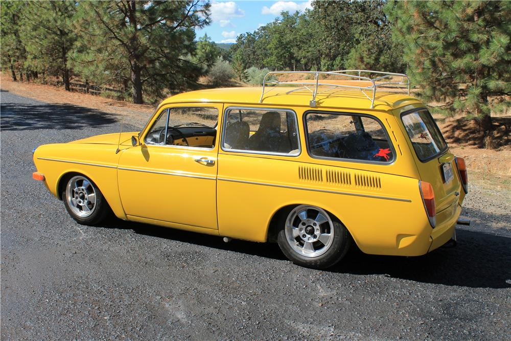 1971 VOLKSWAGEN SQUAREBACK CUSTOM STATION WAGON - Rear 3/4 - 177371