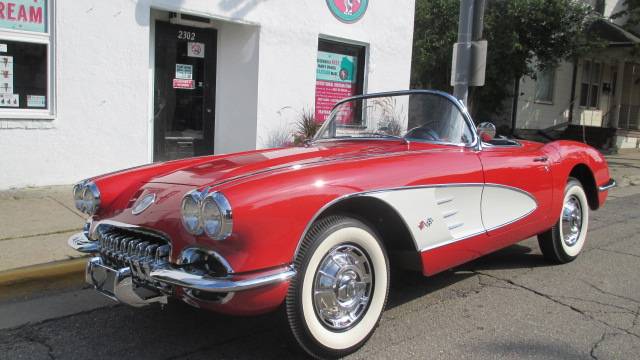 1959 CHEVROLET CORVETTE CONVERTIBLE - Front 3/4 - 177450