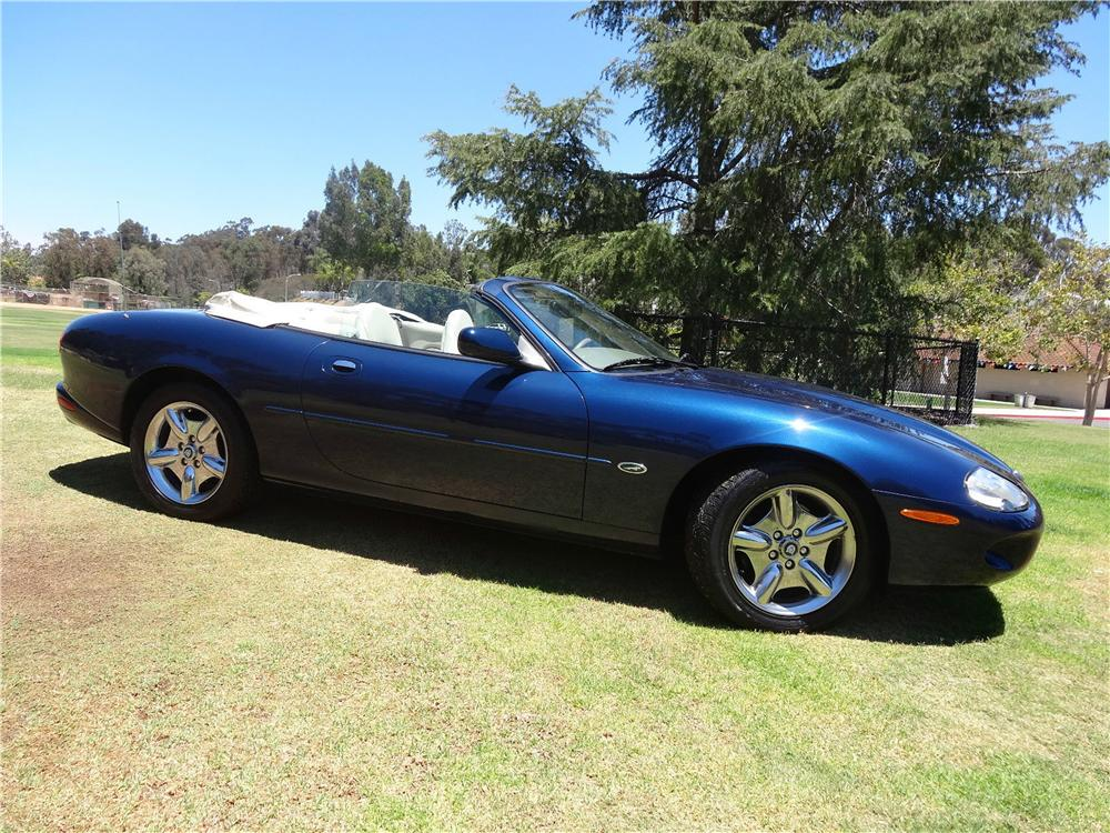 1999 JAGUAR XK8 CONVERTIBLE - Side Profile - 177490